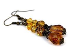 """Boucles d'oreilles en bronze, gouttes perles de verre et cristal en dégradé de jaune : """"Sous le soleil exactement"""""""
