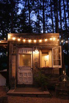 Poppytalk: Hotel Style | The Treehouse + Free Printable!