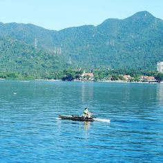 Neste primeiro dia do ano que tal descansar e relaxar com um visual deste da Lagoa Rodrigo de Freitas no Rio de Janeiro?  Feliz ano novo meu povo!!!!! http://ift.tt/1NPR9Mo  #mundoafora #dedmundoafora #mundo #world #travel #viagem #tour #tur #trip #travelblogger #travelblog #braziliantravelblog #blogdeviagem #rbbviagem #tripadvisor #trippics #instatravel #instagood #wanderlust #worldtravelpics #photooftheday #blogueirorbbv #beach #praia #sea #riodejaneiro #mtur #vivadeperto #sommer #amoverao