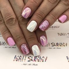 The advantage of the gel is that it allows you to enjoy your French manicure for a long time. There are four different ways to make a French manicure on gel nails. Pink Nails, Glitter Nails, My Nails, Cute Nails, Pretty Nails, Manicure, Vacation Nails, Powder Nails, Square Nails