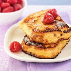 Pain perdu (French toast) with orange marmalade Food In French, Classic French Dishes, French Toast, Pain Perdu Original, Crepes, Delicious Desserts, Yummy Food, Pancakes And Waffles, French Pastries