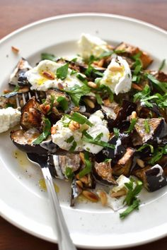 Simple like a roast eggplant salad with spices - More eggplant, you say! Normal because I love it and in all its forms. Plus it& the season so - Veggie Recipes, Salad Recipes, Vegetarian Recipes, Cooking Recipes, Healthy Recipes, Roasted Eggplant Salad, Roast Eggplant, No Cook Meals, Kiwi