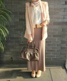 Hijab Fashion 2016/2017: Diaries of a hybrid fashion blogger neutrals blazer maxi skirt  Hijab Fashion 2016/2017: Sélection de looks tendances spécial voilées Look Descreption Diaries of a hybrid fashion blogger neutrals blazer maxi skirt