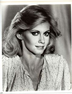 ~ Olivia Newton-John ~ ♡ Beautiful eyes, even in black and white!