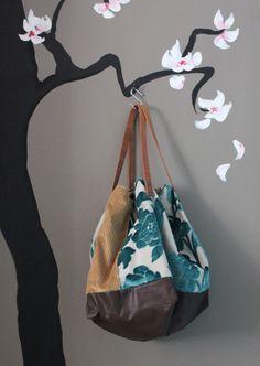 handmade in Italy Reversible Tote Bag, Drawstring Backpack, Handmade Handbags, Handmade Bags, Sewing Room Organization, Carpet Bag, Patchwork Bags, Fabric Bags, Tote Purse