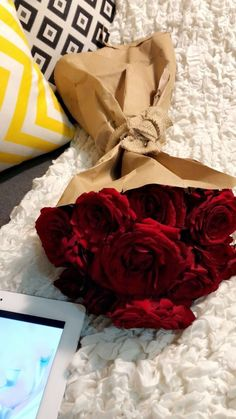 18 Diy Gift Ideas For Special Days - The Biggest benefit of a DIY present is that as soon as you introduce it to somebody, he or she'll always love the fact you've spent much time and effort simply to make the present for her or him. Girly Pictures, Couple Pictures, 22nd Birthday, Cute Girl Pic, Rose Wallpaper, Beautiful Roses, My Flower, Red Roses, Amazing