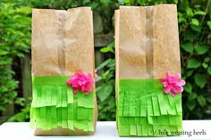 Moana or luau Moana Party, Moana Birthday Party, Hawaiian Birthday, Luau Birthday, 6th Birthday Parties, Birthday Ideas, Luau Party Favors, Tiki Party, Party Gift Bags