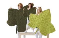 Leaf it decoración natural, alfombras mantas en forma de hoja. Introduce la decoración natural en casa con estas hojas manta alfombra.