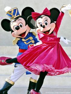 Mickey and Minnie Mouse ミッキー、とミニーhttp://www.mascotshows.jp/product/mickey-minnie-mascot-adult-costume8.html