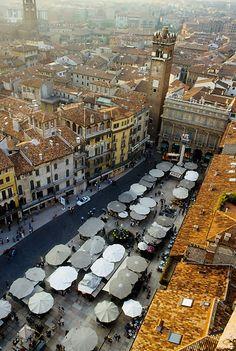 Piazza delle Erbe in Verona                                                                                                                                                       Dalla Torre dei Lamberti