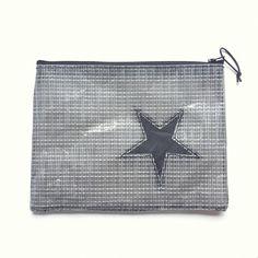 pochette grise en voile recyclée avec étoile noire : Sacs à main par l-etoile-de-mer Sailing Outfit, Artisans, Creations, Couture Sac, Clutch Bags, Recycling, Other, Unique Jewelry, Purse