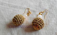 Orecchini a pallina all'uncinetto oro di CREATIVISSIME su DaWanda.com