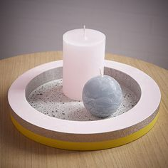 vide poche béton diy photophore Small Space Interior Design, Interior Design Living Room, Vide Poche Design, Beton Diy, Concrete Jungle, Deco, Small Spaces, Candle Holders, Candles