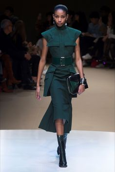 Sfilata Alexander McQueen Parigi - Collezioni Autunno Inverno 2018-19 -  Vogue 3deff77c480