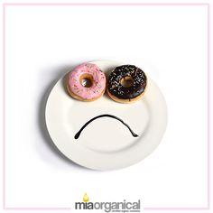Şekerli gıdalar; cilt sıkılığını, elastikiyetini sağlayan ve deri hücrelerinin sürekli yenilemesine yardımcı olan kollajen dokunun azalmasına ve deride kırışıklığın oluşmasına sebep olmaktadır.   Cildinizin yaşlanmaması için Şeker'den uzak durup bakımlarınızı düzenli olarak yapmalısınız!   Cilt elastikiyetinizi artıran ve cildinizin sağlıklı görüntüsünü geri kazanmanızı sağlayan Mi Organical Organik Gündüz ve Gece Kremini denediniz mi?
