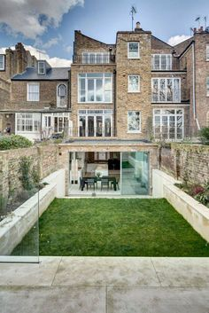 Victorian Townhouse with Modern Extension by DOS Architects Victorian Townhouse, London Townhouse, London House, Style At Home, Townhouse Exterior, Victorian Homes Exterior, House Seasons, Architecture Résidentielle, House Extensions