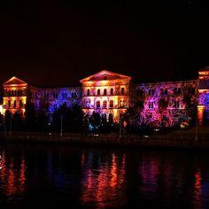 Universidad de Deusto durante la noche blanca. Imagen de @Ar Aitor