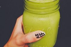 Green With Envy: Grab your blender! Hannah regularly posts pictures of smoothies we're dying to sip. She even took on a smoothie challenge earlier this year. Superfoods, Get Healthy, Healthy Recipes, Healthy Exercise, Healthy Foods, Smoothie Challenge, Cocktails, Frozen Banana, Yummy Drinks