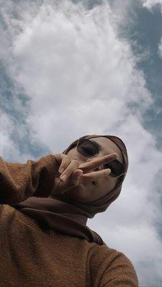 Hijabi Girl, Girl Hijab, Aesthetic Women, Aesthetic Girl, Hijab Hipster, Hijab Style Tutorial, Cute Selfie Ideas, Poses Photo, Hijab Fashionista