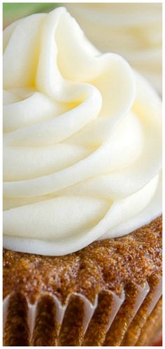 Best Carrot Cake Cupcakes ~ Rich, moist and delicious carrot cake cupcakes topped with decadent cream cheese frosting. Best Carrot Cake Cupcake Recipe, Homemade Carrot Cake, Carrot Cake Cupcakes, Baking Cupcakes, Cupcake Cakes, Cup Cakes, Easy Cake Recipes, Cupcake Recipes, Fall Recipes
