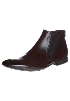 Chelsea boots Christmas gift. Have to make a choice. English...