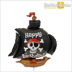 Piratenschiff Ballongruß zum Geburtstag       Ein echt piratengeiler Ballon und das Schiff segelt direkt in Richtung Geburtstag. Welcher coole Junge würde sich nicht über dieses Luftschiff freuen? Vor allem weil wir es schon mit Helium gefüllt haben und der Folienballon die nächsten Wochen in der Luft schweben wird. Eine starke Überraschung für Piratenjungs und alle Piratenfans.