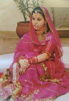 Rajkumari Gayatri Kumari wife of Yuvraj Sahib Maharajkumar Shivraj Singhji of Jodhpur Rajasthani Bride, Rajasthani Dress, Rajput Jewellery, Royal Indian, Rajputi Dress, Royal Beauty, Indian Princess, Indian Designer Suits, Royal Dresses