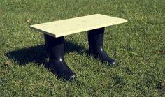 Mesa con botas