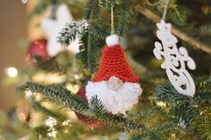Gnome Ornaments, Crochet Ornaments, Christmas Crochet Patterns, Crochet Snowflakes, Easy Crochet Patterns, Free Crochet, Crochet Christmas, Halloween Crochet, Angel Ornaments