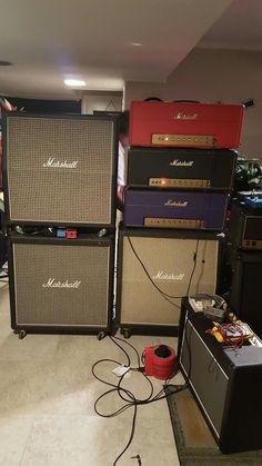 Guitar Rig, Guitar Picks, Acoustic Guitar, Valve Amplifier, Wall Of Sound, Home Studio Music, Bass Amps, Guitar Collection, Record Players