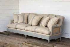 Tips That Help You Get The Best Leather Sofa Deal. Leather sofas and leather couch sets are available in a diversity of colors and styles. A leather couch is the ideal way to improve a space's design and th Farmhouse Living Room Furniture, Country Furniture, Home Furniture, Farmhouse Sofas, Farmhouse Style, Furniture Stores, Modern Furniture, Business Furniture, Furniture Ideas