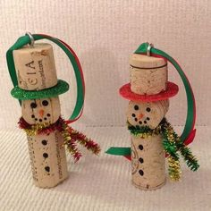 These 11 Christmas Wine Cork Crafts Are DIYs You Don't Wanna Miss! From decor to gift labels, who knew cork screws were so useful? Christmas Ornament Crafts, Snowman Crafts, Christmas Projects, Kids Christmas, Handmade Christmas, Holiday Crafts, Christmas Decorations, Snowman Ornaments, Snowmen