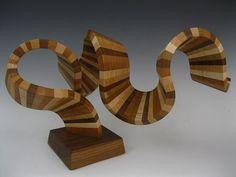 Que escultura de madeira fantástica! Vou comprar para a minha casa do futuro :D