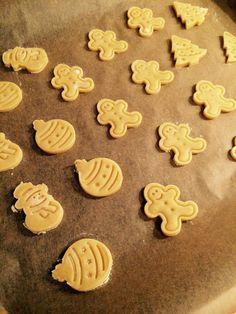 karácsonyi keksz Xmas Desserts, Christmas Sweets, Nutella, Biscuits, Cookie Cups, Sweet And Salty, Chocolate Cookies, Cake Cookies, Gingerbread Cookies