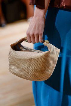 98 details photos of Jenny Packham at New York Fashion Week Spring Bags 2015, Jenny Packham, Spring 2015, New York Fashion, Longchamp, Straw Bag, Tote Bag, Photos, Totes