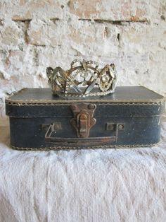 wasbella102: Couronne et valisette  #vintage #queen