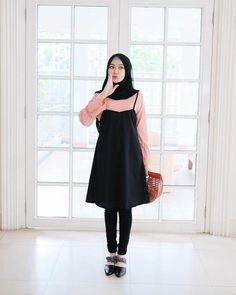 Pin by zyafka on hijab's in 2019 hijab fashion, hijab outfit, ootd hij Modern Hijab Fashion, Street Hijab Fashion, Hijab Fashion Inspiration, Muslim Fashion, Modest Fashion, Korean Fashion, Girl Fashion, Fashion Outfits, Casual Hijab Outfit