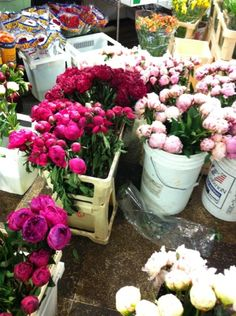 Peonies at the flower market via Bloom New York Peony Flower Arrangements, Bouqets, Centerpieces, Table Decorations, Peonies Bouquet, Flower Market, Cool Things To Make, Garden Landscaping, Flower Power