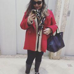 Hoje o frio foi tanto que eu tive que sair de casa com mil camadas de roupa! ❄️ Resultado do look do dia: cebolinha! Haha! Legging, bota, blusão de lã, casaco de lã I e casaco de lã II!  #lookdodia #lookdavidareal #ootd #camadas #layers #casacos #coats #legging #bota #boots #lã #vermelho #red #gold #dourado #ethnicwear #bolsao #bigbag #fashion #style #moda #fashionblogger #blogger #blogueira #outfitoftheday #winter #inverno #frio #cold #lifeasdaphne