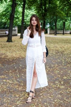 Fashion Week Outfit Day #3  #whaelse #fashionblog #modeblog #streetstyle #fashion #inspiration #outfit #allwhite #lace #dress #kimono #laceup #sandals #backpack