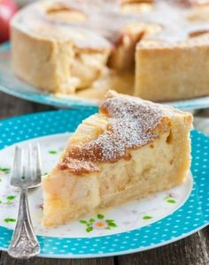 Just imagine - on a crispy sand dough halves of baked apples in a tender sauce, similar to a souffle . mmm, very tasty! List Of Desserts, Köstliche Desserts, Delicious Desserts, I Foods, Apple Pie, Cheesecakes, Food To Make, Sweet Treats, Good Food