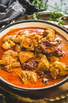 Mutton Rogan Josh Recipe is a Kashmiri style Lamb Curry made with spices like fennel and dry ginger. Here is an authentic recipe to make it. Curry Recipes, Meat Recipes, Vegetarian Recipes, Cooking Recipes, Recipies, Lamb Recipes Indian, Ethnic Recipes, Lamb Rogan Josh, Lamb Curry