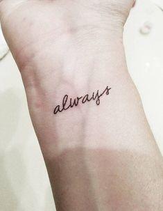 Tatouage phrase à l'intérieur du poignet