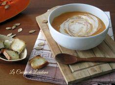 Un vero comfortfood nelle fredde serate autunnali: Vellutata di Zucca con stracchino e tanti deliziosi crostini croccanti, calda e deliziosa