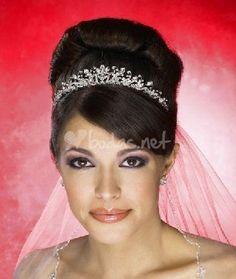 Novias y Moda: Tiaras que adornan a una novia