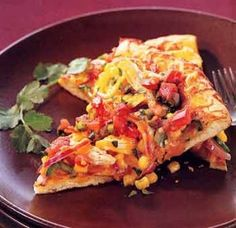 Use leftover roast chicken for this, or buy a cooked chicken at the market. For an extra-special treat, top each baked slice with a dollop of sour cream and sliced avocado. Chicken Crust Pizza, Chicken Pizza Recipes, Chicken Flatbread, Flatbread Pizza, Meat Recipes, Healthy Recipes, Game Recipes, Healthy Foods, Pizza
