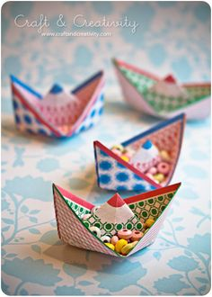 Jurianne Matter paper boats. Free template for two boats.    Blogged here: http://craftandcreativity.com/blog/2011/11/24/pappersbat/