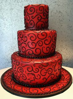Black and red goth wedding cake- I personally love black and red but wouldn't want this particular cake, but it's a fabulous idea!