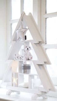 A White Christmas Decoration Christmas, Christmas Wood, Christmas Colors, Winter Christmas, All Things Christmas, Christmas Holidays, Christmas Crafts, Simple Christmas, Christmas Trends