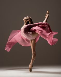 I love this stunning #ballet picture, such movement comes through, yet the #ballerina looks so serene #dance